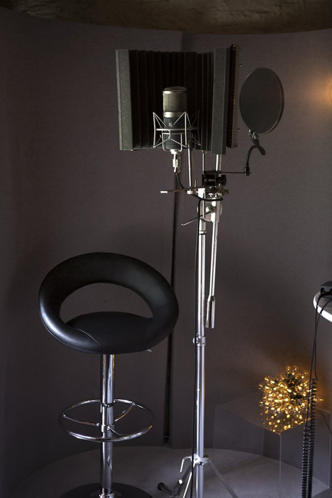 Microphone stand in oxfordshire recording studio